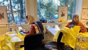 Fra permitteringsvarsel til superoppdrag: Sisters in Business syr smittevernutstyr